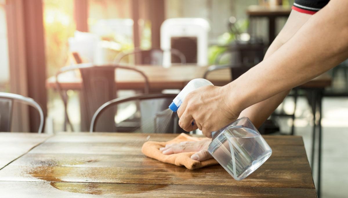 Cách Tẩy Gỗ Bị Mốc Bằng Dấm Gạo Hoặc Rượu Hay Cồn