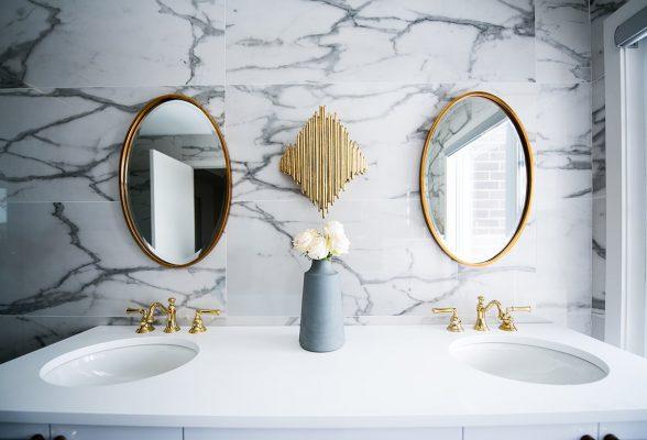 Treo Gương Phong Thuỷ Trong Phòng Tắm
