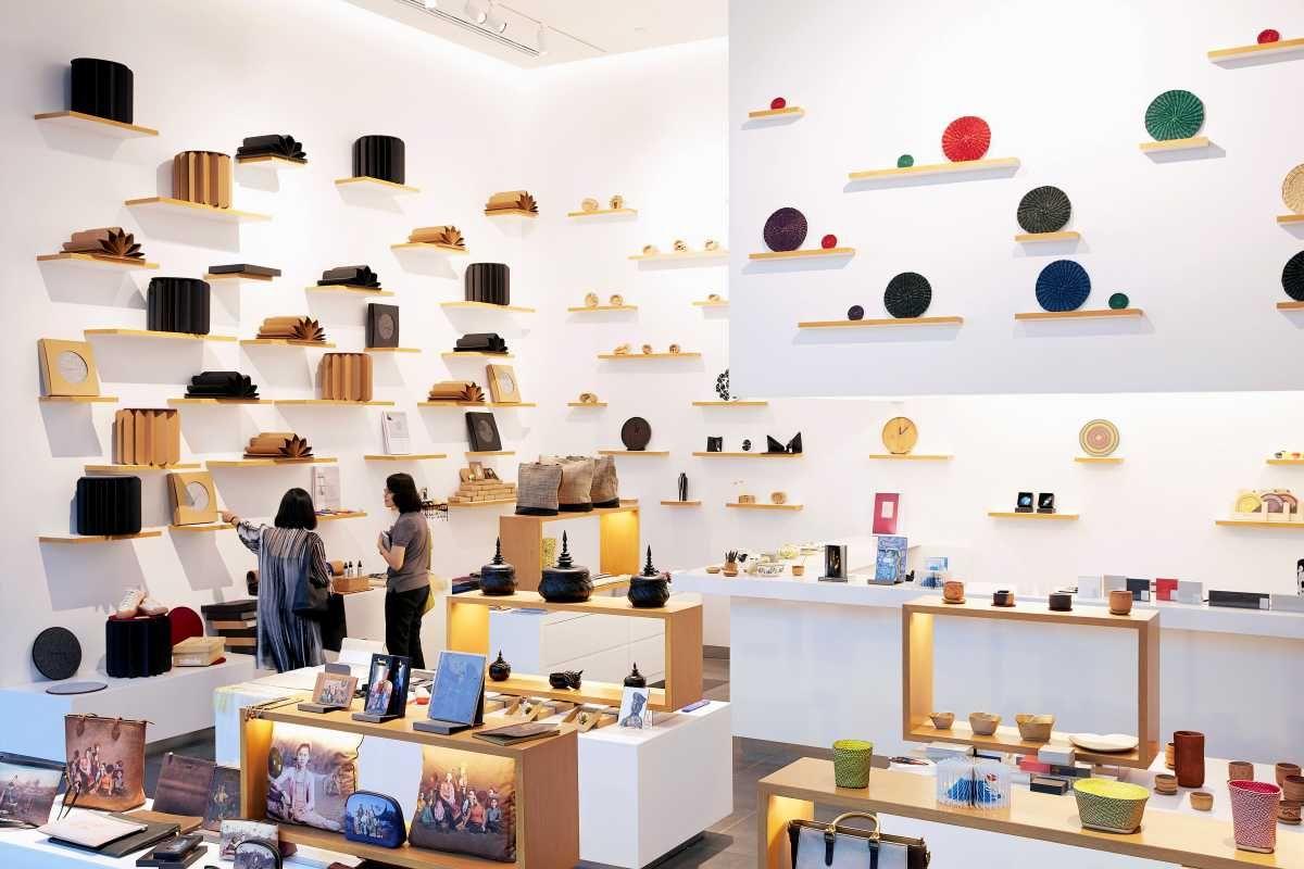 Bố trí nội thất, sản phẩm trong showroom