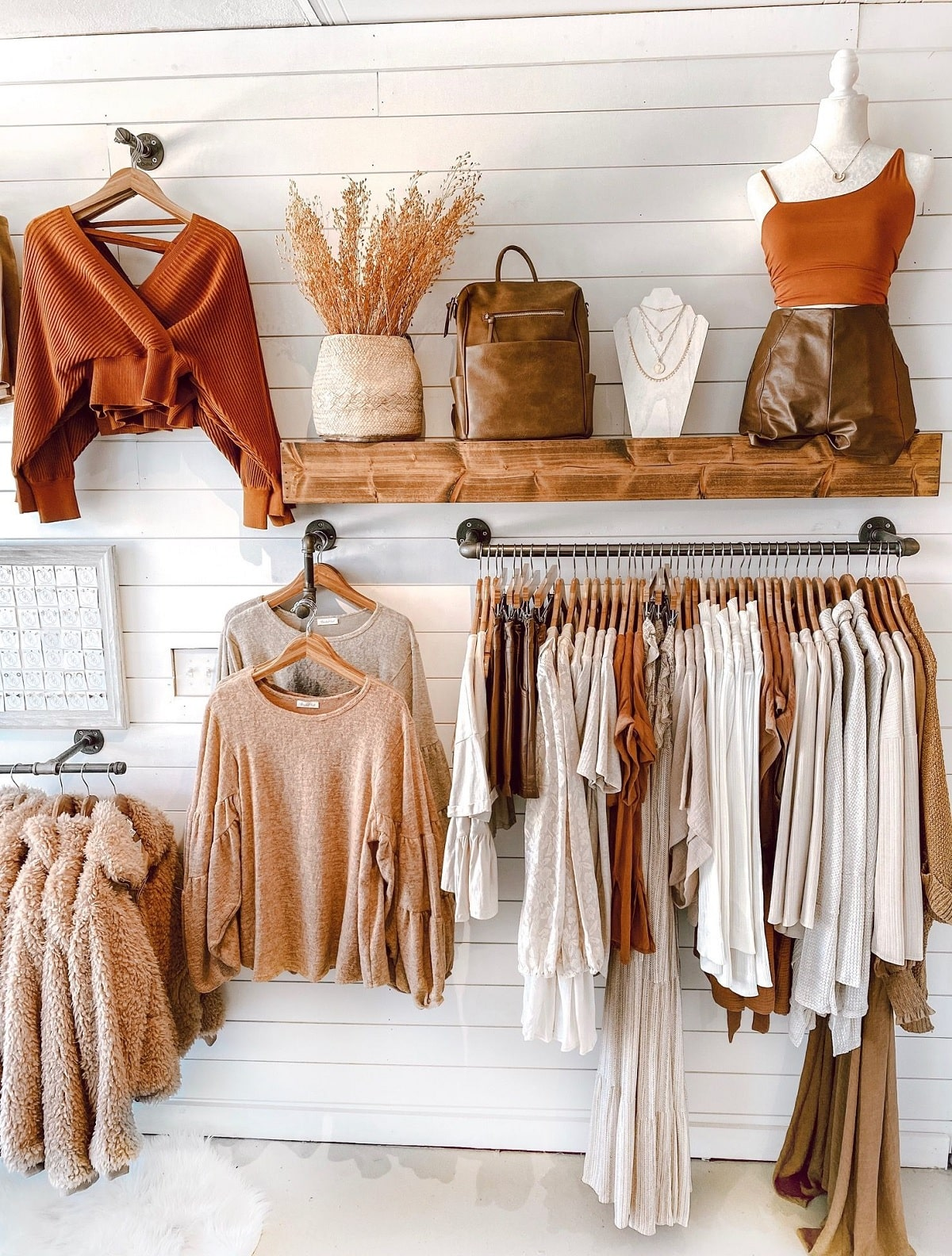 Trình Bày Sản Phẩm Showroom Theo Phong Cách Boutique